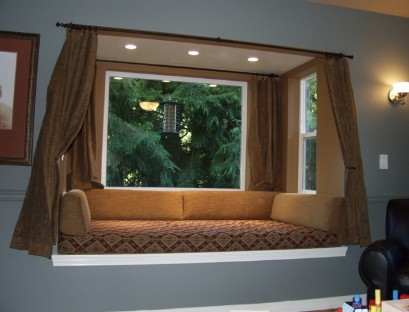 The design of the bed on the window